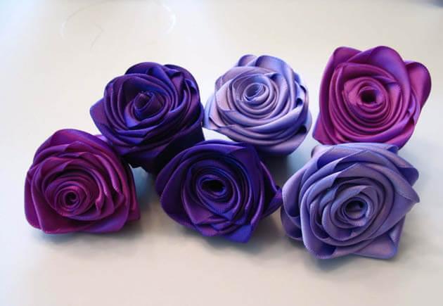 фиолетовые розы из лент