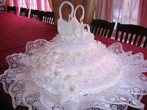 лебеди на свадебном торте