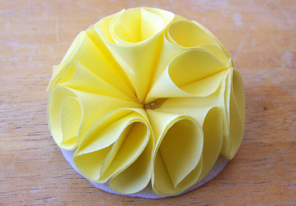Завершаем делать цветок из ткани