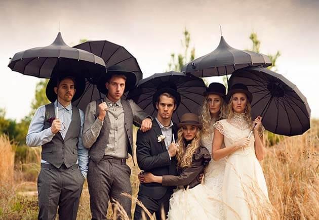 свадебная фотография молодожены и свидетели