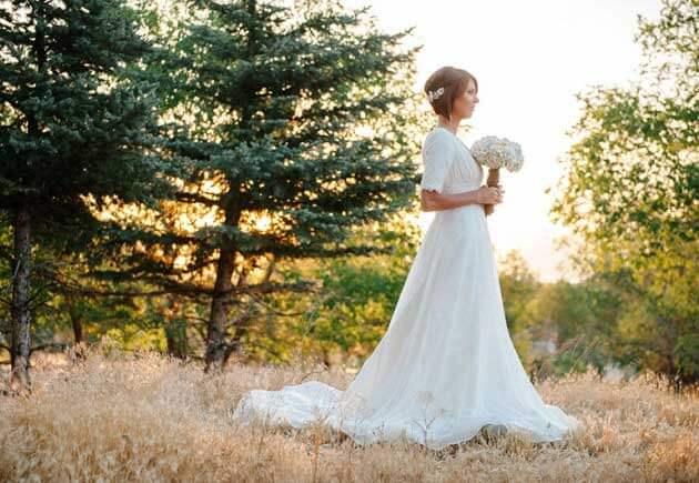 невеста в платье с закрытыми плечами