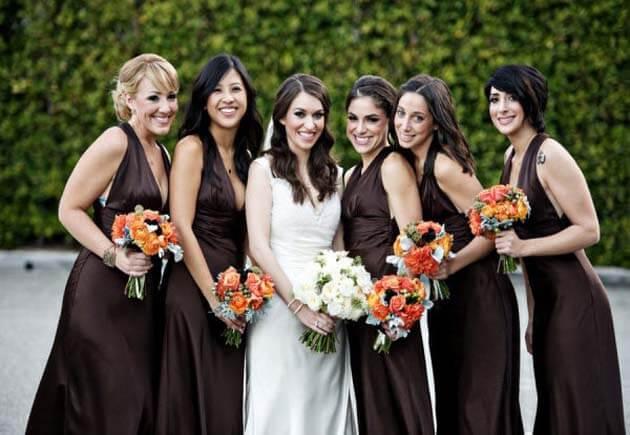 невеста с подружками в коричневых платьях