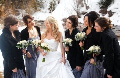 черные плаьто на подружках невесты