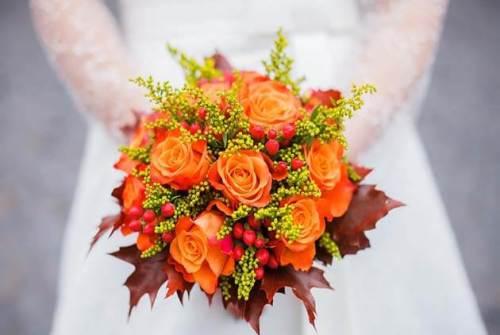 свадебный осенний букет с оранжевыми розами