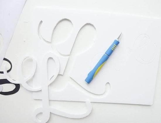вырезаем из пенопласта буквы