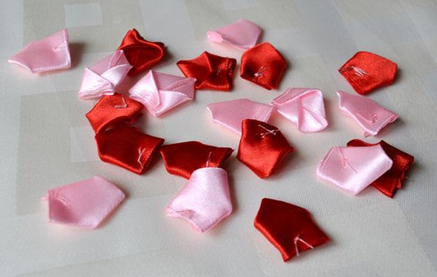 Лепестки для двухцветной розы из атласных лент