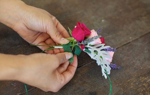Плетем венок из цветов на голову своими руками