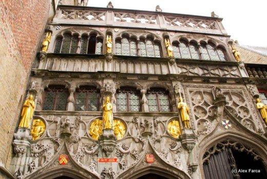 Burg, fatada de la intrarea in bazilica Sf Sange