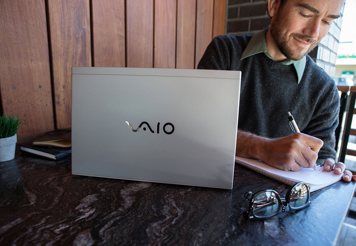 vaio-s8-v2-pdp-gallery-01-02-large-min