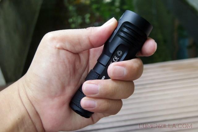 manker quinlan u11 flashlight in hand grip