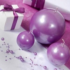 Bord med lilla perlekæder