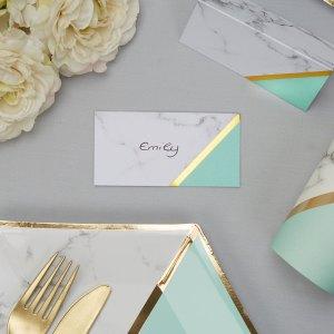 Bordkort med mintfarve og guld