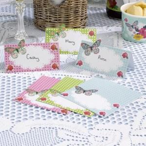Vintage bordkort sommerfugl og roser