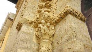 Capitel simbolizando el Bien. Templo de Santiago