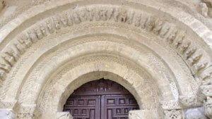 Arco con arquivoltas. Santa María del Camino