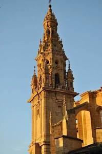 Catedral. Torre exenta, barroca y detalle del campanario