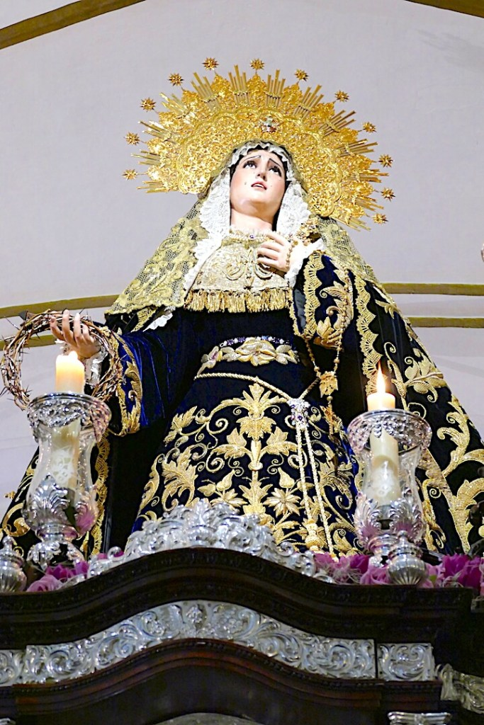 Costaleros en hermandades de penitencia: San Isidoro y Montserrat