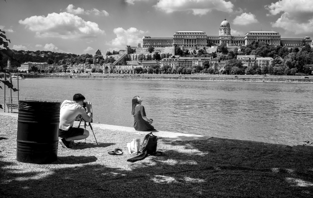 Girl with castle of Budapest