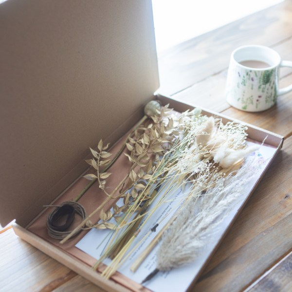 Gold Letterbox Dried Flower Arranging Craft Kit