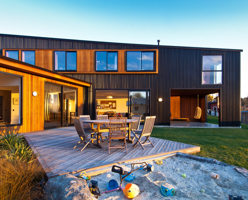 Warm Nz House Designed To Embrace The Sun And View Of