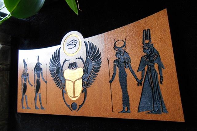 Autel égyptien ésotérique gravé