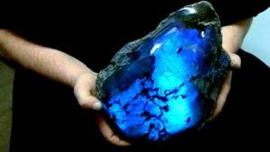 Какие свойства и значение для человека имеет камень спектролит