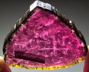 Рубеллит – красно-розовый турмалин