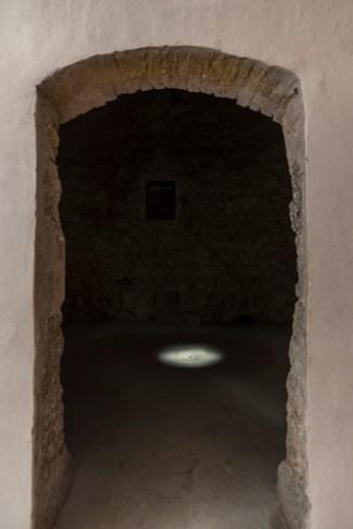 Elisabeth Cerviño, Mónadas. Vista de la exposición en Galleria Continua San Gimignano. Cortesía de la artista y de GALLERIA CONTINUA, San Gimignano / Beijing / Les Moulins / Habana Foto: Ela Bialkowska, OKNO Studio
