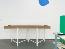 "Vista de la exposición ""Untitled"" con mural ""Open Envelope"" (2018) de Federico Herrero e instalación ""OHRHUT"" de Angie Keefer. Witte de With Center for Contemporary Art 2018. Fotografía: Kristien Daem."
