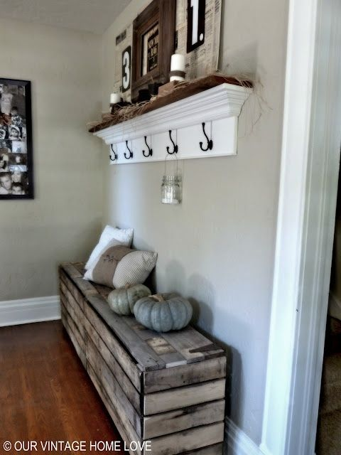 Beautiful rustic bench for the foyer made with pallet wood. The floating shelf is a great touch.