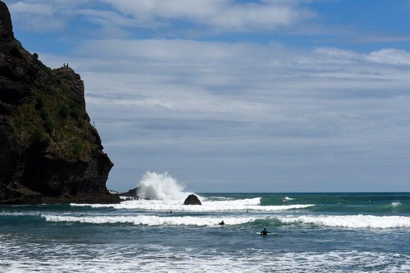 surfing new zealand piha surf