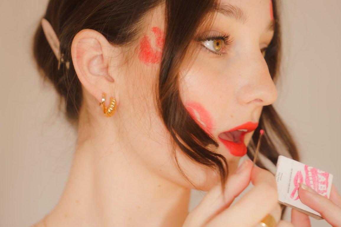Emily Gilmore lipstick kisses