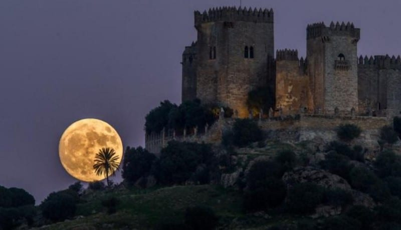 gambar-supermoon-di-spanyol