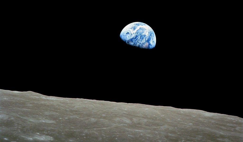 Earthrise in color