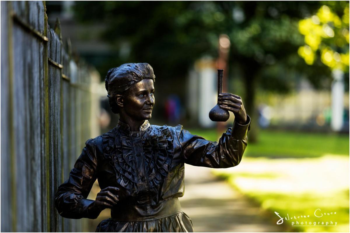 marie-curie-scientist-living-statue