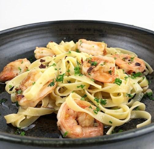pasta aglio olio met garnalen