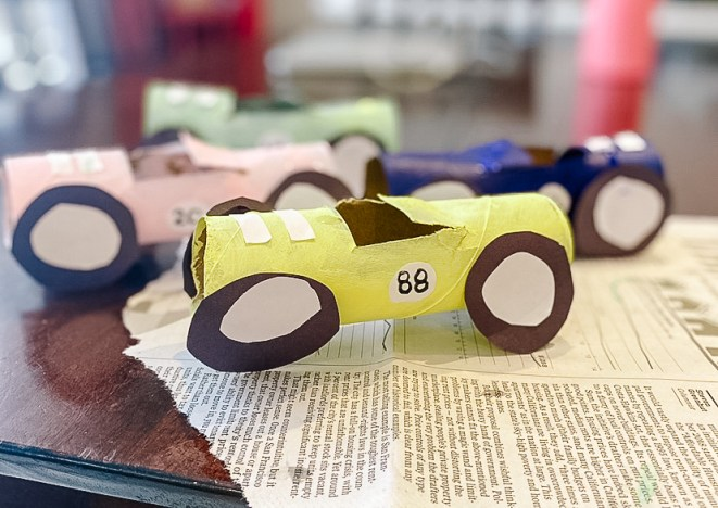 DIY Children's Craft – Paper Towel Racecars