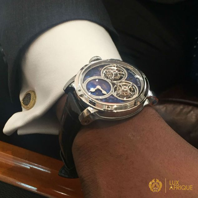 Alexander Amosu wears the Memoris timepiece
