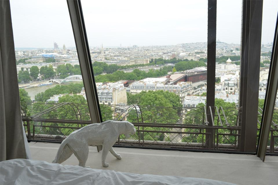 eiffel-tower-apartment-03