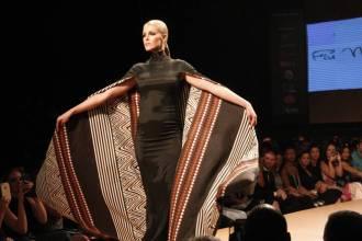 Ana Hickman models Fiu Negru