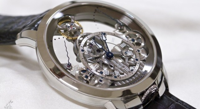 Arnold & Son Time Pyramid : La transparence s'initie dans le luxe