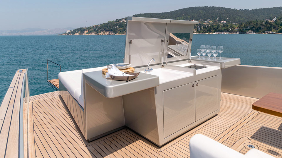 Allen-55-Cruiser-Yacht-Kitchen