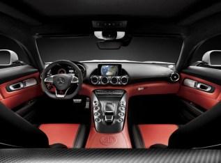 2016-Mercedes-AMG-GT-6