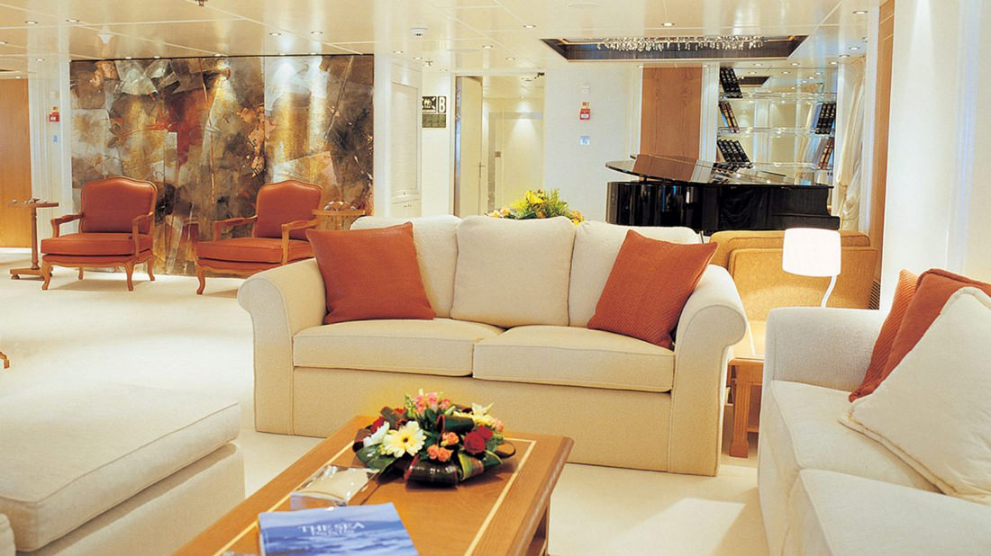 motor-yacht-RM-elegant-1