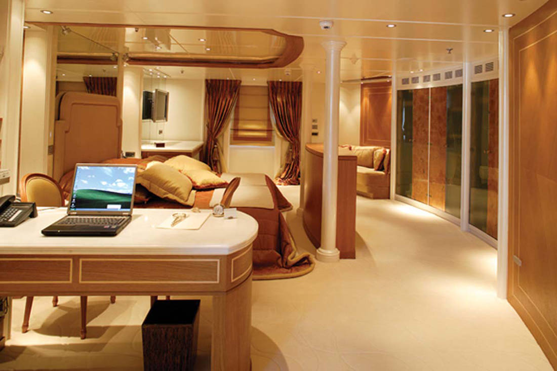 motor-yacht-RM-elegant-16