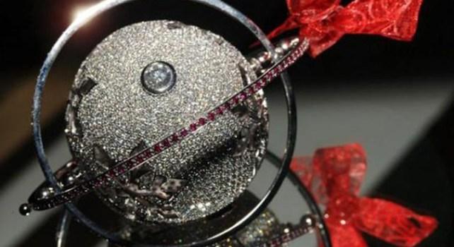 Mark Hussey : La boule de sapin de Noël la plus chère du monde