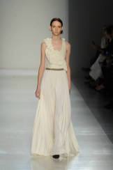 Defile-Victoria-Beckham-la-robe-de-soiree-delicate_exact1024x768_p