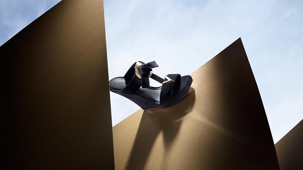 57e098f72136 Louis Vuitton V Shoes 2015   Une nouvelle collection ...