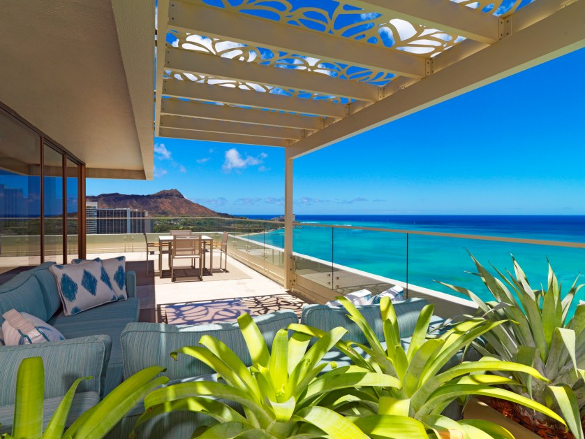 Moana Surfrider-Penthouse Suite 2110 - Diamond Head Facing Lanai Courtesy Westin Resort & Spa