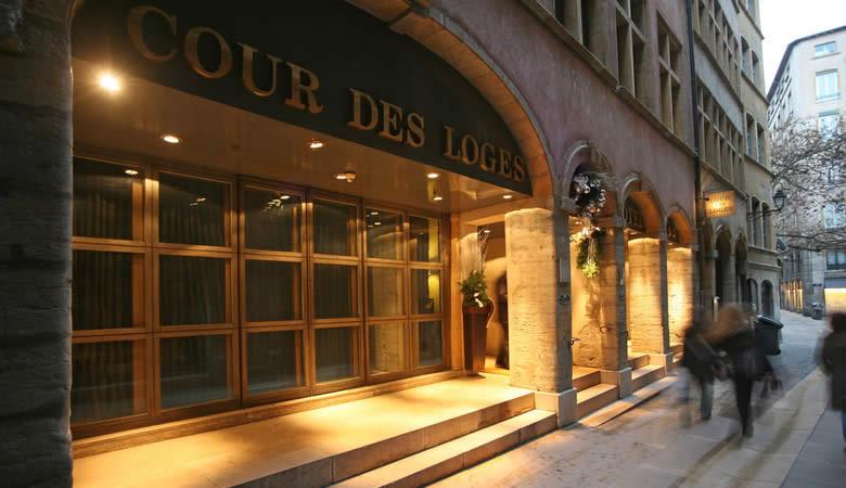 Entering Cour des Loges